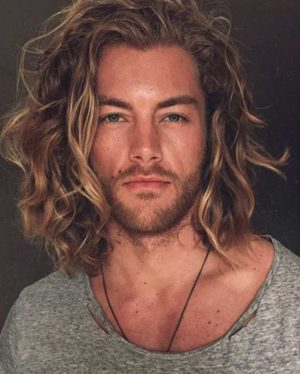 The beachy curl hairstyle